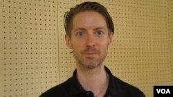 """2012年开始在福岛拍摄纪录片""""A2-B-C""""的美国人Ian Thomas Ash"""