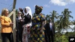 Hillary Rodham Clinton visitou uma cooperativa agrícola de mulheres, na Tanzânia