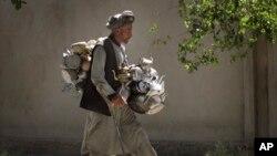 شماری افغانها بنبست سیاسی را دلیل نابسامانی اقتصادی کشورشان می دانند