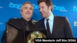 上屆導演獎得主班艾佛力和本屆得主阿方索克朗(美國之音國符拍攝)