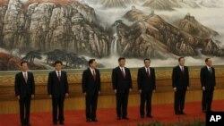 中共新政治局七常委集体亮相。左起:张高丽,刘云山,张德江,习近平,李克强,俞正声,王岐山
