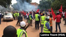 Des marcheurs bloqués, difficile d'avancer, Ouagadougou le 16 septembre 2019 (VOA/Lamine Traoré)