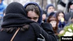 Zhanna Nemtsova, putri mendiang oposisi Boris Nemtsov, saat menghadiri pemakaman ayahnya di Moskow, 3 Maret 2015 (REUTERS/Tatyana Makeyeva)