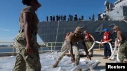 Američka mornarica na Floridi priprema se za dolazak uragana Dorian.