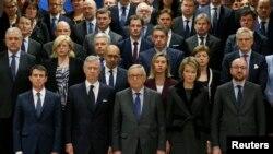 Para pejabat Uni Eropa mengheningkan cipta untuk mengenang para korban serangan teror di Brussels (23/3). Para menteri Uni Eropa membahas cara-cara meningkatkan intelijen dan keamanan Kamis (24/3).