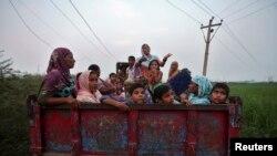Cư dân Ấn Độ bỏ chạy lánh nạn kể từ khi bạo động bùng ra cách đây hơn 1 tuần.