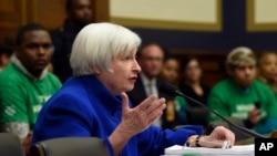 Bà Yellen nói mặc dù rủi ro tăng, có phần chắc Qũy Dự trữ Liên bang sẽ không cần phải đảo ngược quyết định tăng lãi suất hồi tháng 12 và cắt giảm lãi suất thêm một lần nữa.