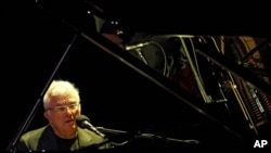 Randy Newman performing earlier this year