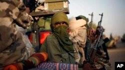 지난 2월 말리 북부에 위치한 가오시에서 순찰 중인 투아레그 반군. (자료사진)