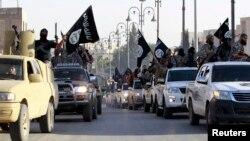이슬람 수니파 과격세력 '이슬람 국가(ISIL)'가 인터넷에 공개한 사진. 지난 6월 시리아 북부 라카를 장악한 후 행진을 하고 있다.