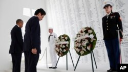 Barack Obama et Shinzo Abe, mémorial USS Arizona, Pearl Harbor, Hawaï, le 27 décembre 2016.(AP Photo/Carolyn Kaster)