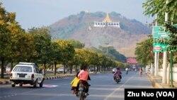 缅甸古都曼德勒将成为中缅经济走廊的枢纽城市。(2013年2月14日,美国之音朱诺拍摄)