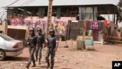 Des Casques bleus de l'ONU patrouillent au Mali après un attentat dans une discothèque, le 7 mars 2015.