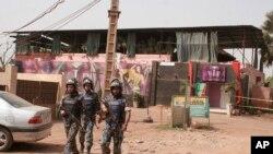 Le site de l'attaque à Bamako, au Mali, le 7 mars 2015 (AP)