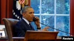 AQSh Prezidenti Barak Obama Oq uydagi ofisida
