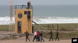 En la imagen, una garita de la Armada de Chile cerca de la frontera con Perú.