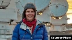 Элисон Макалпайн на территории обсерватории. Courtesy photo.