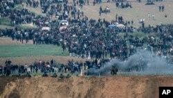 اسرائیلي عسکر او فلسطیني مظآهره چیان په غزه کې یو بل ته مخاخ شوې دي