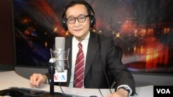 President of the opposition Cambodia National Rescue Party Sam Rainsy in VOA studio in Washington as a guest for special Hello VOA. (Soeung Sophat/VOA Khmer)