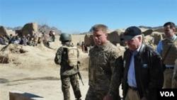 Gates estuvo siempre muy cerca de sus tropas en Afganistán e Irak a quienes visitó en más de una docena de oportunidades.