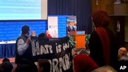 El secretario interino de Seguridad Nacional Kevin McAleenan en el podio durante una conferencia de políticas migratorias, el lunes 7 de octubre de 2019, en Washington. (AP Foto/Colleen Long)