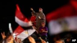31일 이집트 카이로 나스르시티의 라바 광장에서 무르시 지지자들이 철야 농성을 벌이고 있다.