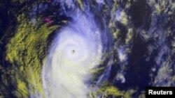 사이클론 '이안'이 통가 상공을 뒤덮고 있는 위성사진 모습.
