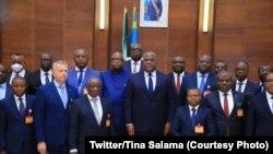 Mokonzi ya mboka Félix Tshisekedi kati na bakambi ya bituka na Palais de la Nation, Kinshasa, 13 novembre 2020. (Twitter/Présidence RDC)