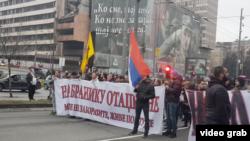 Skup ispred Vlade Srbije uglavnom desničarskih grupa koji su protiv migranata, Foto: video grab