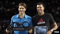 Roger Federer memenangkan turnamen tenis Paris Master 2011 dengan mengalahkan Jo-Wilfried Tsonga (foto:dok).