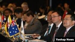 12일 서울에서 열린 '2013 서울안보대화'에서 참석자들이 람베르토 자니에르 OSCE 사무총장의 기조연설을 듣고 있다.