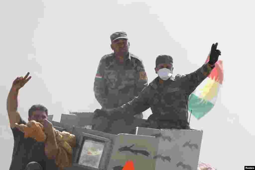 عراقی اور کرد فورسز نے کہا ہے کہ انہوں نے موصل کے مضافات میں درجنوں دیہاتوں کو واپس لے لیا ہے۔
