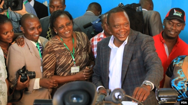 Jubilee presidential candidate Uhuru Kenyatta votes in his home constituency of Gatundu, Kenya, March 4, 2013. (J. Craig/VOA)