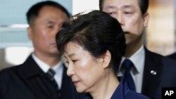 L'ex-présidente sud-coréenne Park Geun-Hye à son arrivée pour sa comparution devant un tribunal de Séoul, Corée du Sud, le 30 mars 2017.