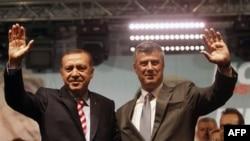 Premijer Turske i predsednik tehničke vlade Kosova tokom susreta u Prištini