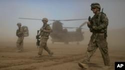 تهاجم به رهبری ایالات متحده بر افغانستان به تاریخ هفتم اکتوبر ۲۰۰۱ آغاز شد