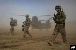 NATO-nun rəhbərliyi ilə hərbi koalisiya 2001-ci ildə Taliban rejimi devriləndən bəri Əfqanıstanda sülhü və sabitliyi qorumağa səy göstərir.