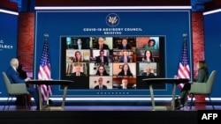 Presiden terpilih AS Joe Biden (kiri) dan Wakil Presiden terpilih AS Kamala Harris dalam rapat virtual dengan Dewan Penasihat Covid-19 di teater The Queen di Wilmington, Delaware, 9 November 2020. (Foto: Angela Weiss / AFP)