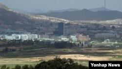 지난 15일 한국 파주시 도라전망대에서 바라본 북한 개성공단 일대.