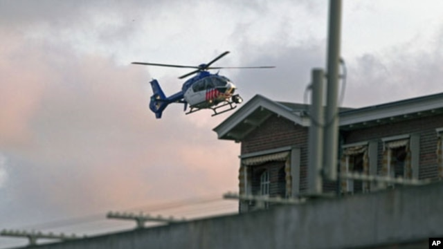 A helicopter believed to be carrying wanted war crime suspect Ratko Mladic enters the Scheveningen prison in The Hague, May 31, 2011