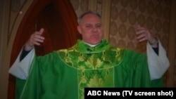 El reverendo Eric Freed fue encontrado muerto dentro de la sacristía de la iglesia donde servía.