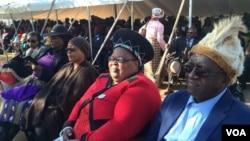 Imuli kamuyi uJoshua Mqabuko Nyongolo Nkomo egoqela uNkosikazi Thandi Nkomo-Ibrahim loMnu. SIbangilizwe Nkomo.