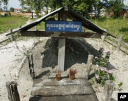 Incense stick holders stand at the grave of late Khmer Rouge leader Pol Pot in Anlong Veng, a former Khmer Rouge stronghold, about 305 kilometers (190 miles) north of Phnom Penh, Cambodia (2008 file photo)