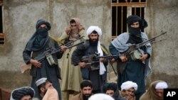 روه طالبان چهار بزرگ قومی ولسوالی ازرۀ این ولایت را که در حدود دوماه پیش، گروگان گرفته بودند