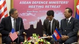 U.S. Defense Secretary Leon Panetta, left, speaks with Cambodian Defense Minister Tea Banh, right, in Siem Reap, Cambodia, November 16, 2012.