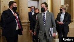 Demokrat Partili Maryland eyaleti temsilcisi Jamie Raskin (ortada), Senato'daki azil davasında savcılık rolü üstlenecek dokuz kişilik ekibin başkanlığını yapacak.