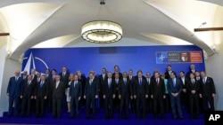 나토 정상회의에 참석한 회원국 정상들
