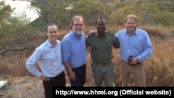Douglas Griffiths, Sean Carroll, Mateus Mutemba, Park Warden e Greg Carr