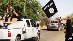 Militan ISIS berpatroli di Irak (foto: dok).