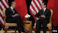 Los presidentes de Estados Unidos, Barack Obama, y China, Hhu Jintao, se reunieron antes de la cumbre del G-20.